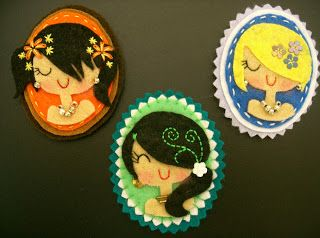 Felt Cameo Brooches // Broches de fieltro