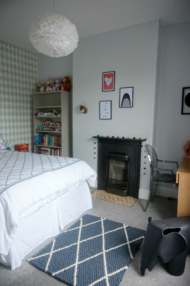 Jen from Love Chic Living worked on the makeover of her daughter's room, choosing a Sukhi wool rug handmade in Nepal.
