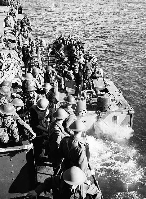 Troops of the Cameron Highlanders of Canada in landing craft prior to raid on Dieppe.