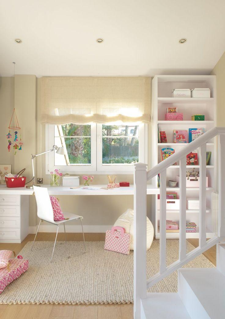 Estudio y descanso en dos niveles  Esta habitación, proyectada por la decoradora Asun Antó, diferencia claramente la zona de estudio de la d...