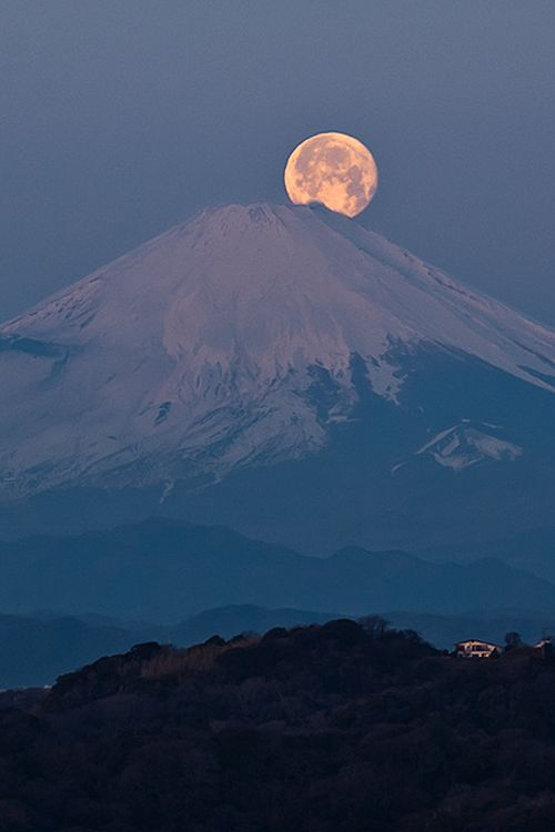 Mt.Fuji with full moon, Kamakura, Japan, by M T Lissajous, on flickr. (Trimming)