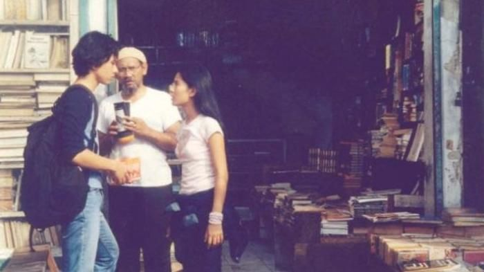 Belanja Buku Tua Solo - Jalan-jalan ke Pasar Buku Gladak, Meniru Adegan Rangga…