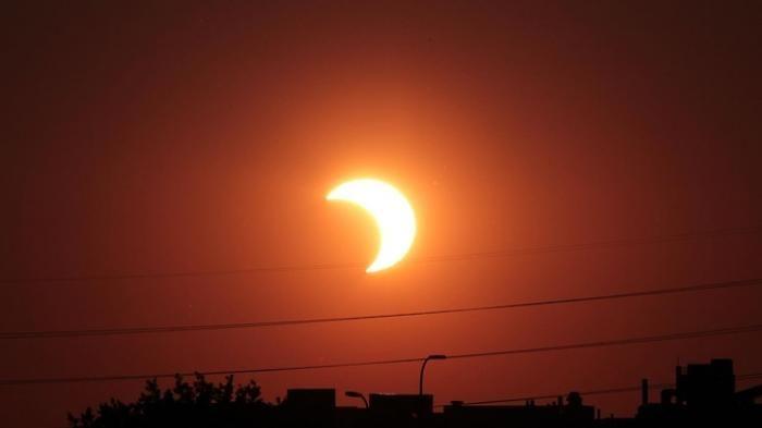 Gerhana Matahari Sebagian - Mau Aman Lihat Fenomena Alam Ini, Simak Caranya