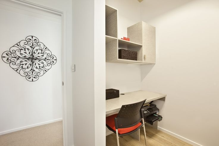 Clever little study nook, off the corridor close to the kitchen.