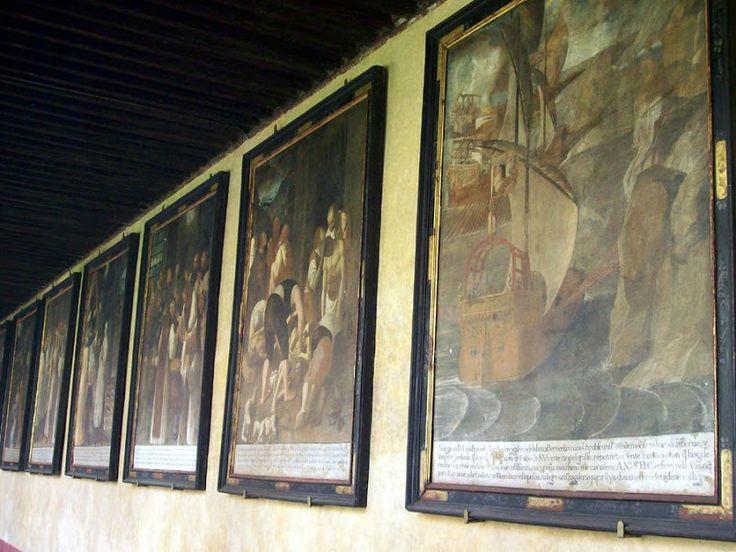 En el claustro mudéjar, o de los milagros, unos cuadros al fresco nos narran la historia del Monasterio.