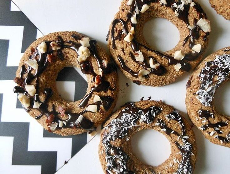 Na blogu pojawił się przepis na zdrowe i pyszne oponki z piekarnika, w sam raz na nadchodzący Tłusty czwartek! 😉🍩🍩🍩 #tłustyczwartek #pączki #oponki #donaty #przepis #zdrowejedzenie #zdrowo #bezcukru #zdroweodzywianie #recipe #healthy #healthyrecipe #doughnut #sugarfree #vegan #cleanfood #cleandiet #plantbased #instafood #sogood #blog #newpost #ilovebaking #slowfood #fit #dairyfree
