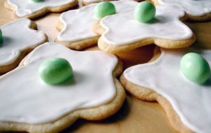 Dr. Seuss party anyone?   Green Egg cookies