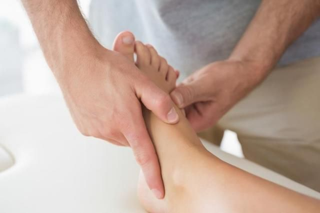 Morton's neuroma foot exercises. What foot exercise can you do to help treat your Morton's neuroma? http://www.mortonsneuroma.com/mortons-neuroma-foot-exercises/?