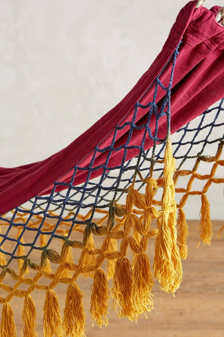 la bandera de Venezuela 118$ Canyon Fringe Hammock - anthropologie.com