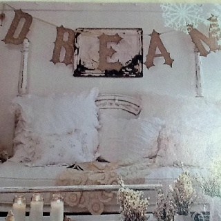Love the banner over the bed - romantic country