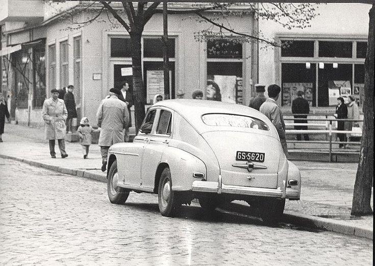 Zdjęcie numer 6 w galerii - Gazowe latarnie, brydż na plaży, warszawy na ulicach - Sopot w latach 50. i 60. [ZDJĘCIA]