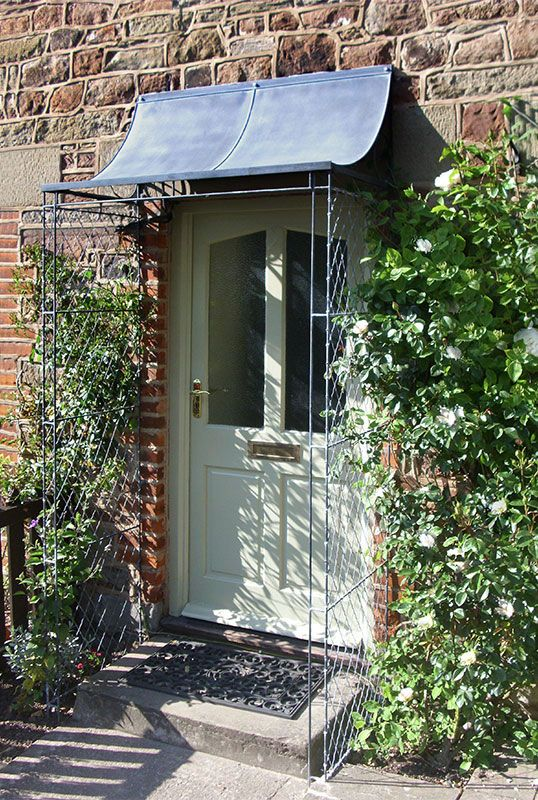 Scoop porch with latticework sides