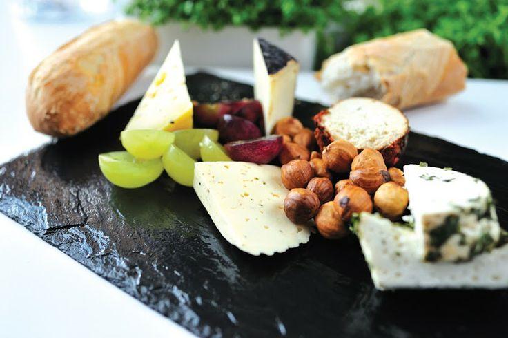 DESKA POLSKICH SERÓW ZAGRODOWYCH /  Traditional Polish cheese board / Concordia taste