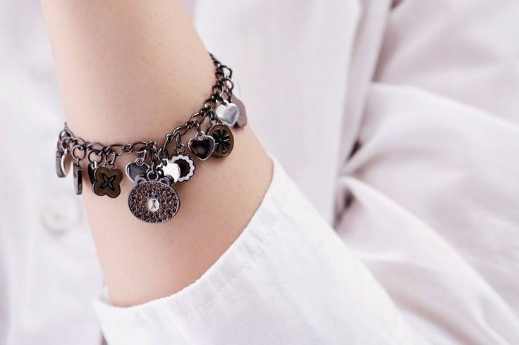 LINE FRIENDS Character BROWN Bracelet SWAROVSKI Crystal Rhodium Plated #LINEFRIENDS #Bangle