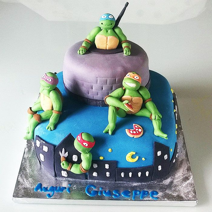 ninja cake...  http://www.marypopcake.it/cakedesign-bimbi/