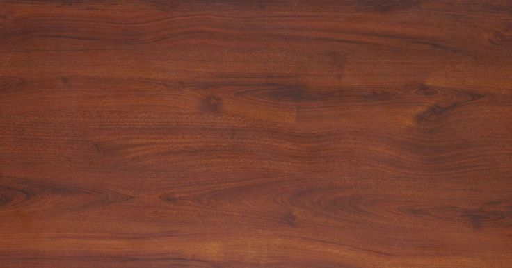 Cómo sacar la pintura de aerosol de una mesa. La pintura en aerosol utiliza un rociador para cubrir de manera uniforme los objetos con pintura a base de agua, aceite o látex. El hecho de que la pintura en aerosol tenga varias bases hace que sea difícil de quitar de otras superficies sin dañar los acabados si no estás seguro del tipo de pintura que fue usada. Al retirar la pintura en aerosol ...