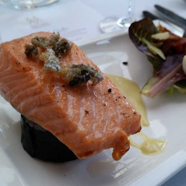 # marlboroughkingsalmon .... can't beat it!  Great with @spyvalleywine and @hunterswines.  Course 2 #methodemarlborough Degustation.