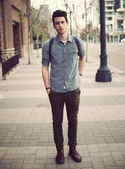 The truth is that boys have started to follow fashion trends as much as girls do and they want to put together interesting outfits for school. Let's get some ideas for our sons or boyfriends for stylish hipster outfits that.