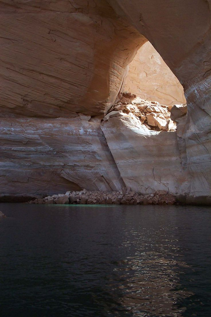 House boating on magnificent Lake Powell