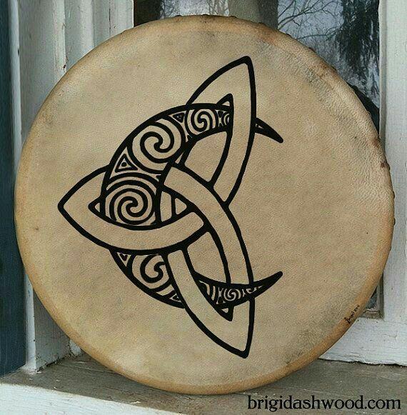 die 25 besten ideen zu keltische knoten auf pinterest keltischer knoten designs keltischer. Black Bedroom Furniture Sets. Home Design Ideas