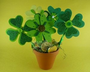 Fun and easy St. Patrick's day craft. Would make a cute decoration too.