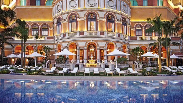 Swimming pool area - Four Seasons Hotel Macau