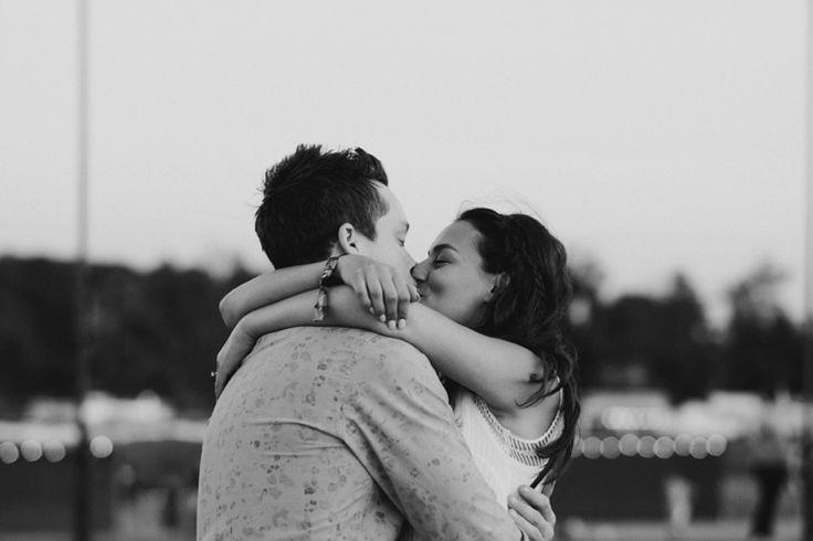 Kissing at WayHome #taralillyphotography