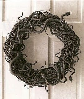 Plastic snakes glued to a wreath and spray painted black. OR THIS...Halloween Decorations, Dollar Stores, Front Doors, Halloweendecor, Grapevine Wreaths, Halloween Wreaths, Snakes Wreaths, Halloween Ideas, Crafts