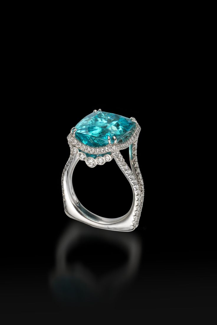 Paraiba tourmaline, diamond and platinum ring | Exhibitor: Oliver & Espig