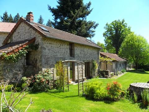'Le Chardon' is a well presented 2 bedroomed gite sleeping 4 people, located on the edge of the small rural village of Cheissoux,Haute Vienne, Limousin. With its panoramic views of the far reaching countryside it offers everything you need.