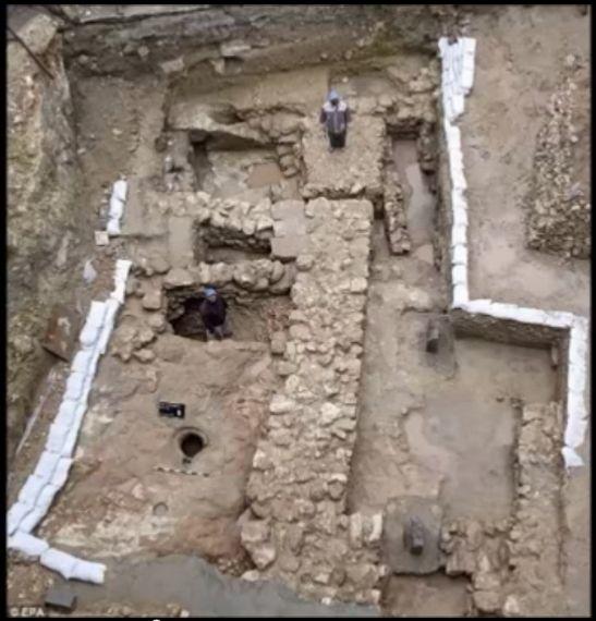 """Gli archeologi della University of Reading hanno portato alla luce la casa natale di Gesù Cristo: """"Qui avrebbe trascorso i suoi primi anni""""."""