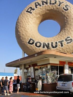 line at Randy's Donuts in Inglewood, California; http://travelswithcarole.blogspot.com/2014/08/good-eats-randys-donuts-inglewood.html