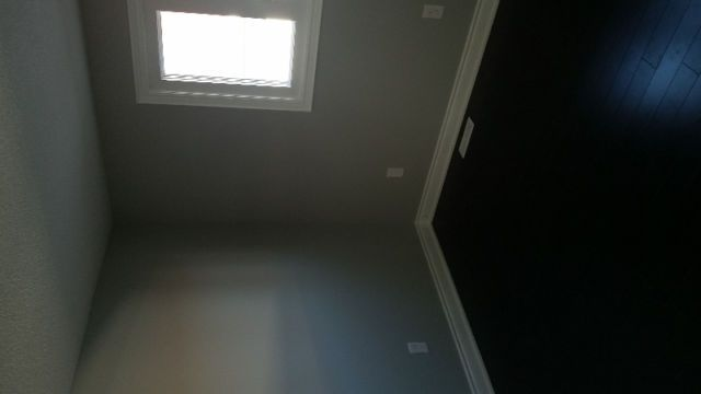 Available immediately Main level room available. 3 -5 minutes walking distance to Sheridan College Davis. The rent includes utilities, Shared Kitchen, Laundry, Washroom Quite Clean Decent Home and locality. Non-smoking, non-alcohol, non-drugs person only. No Pets please. Walking distance to Bus...