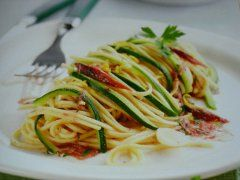 tagliolini alle acciughe e zucchine