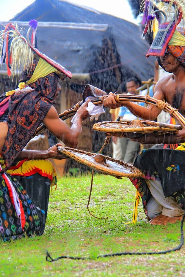 Two warrior Caci dancers shared the same sentiment toward the sacred game. Although the hit might injure one of them, the friendship would be unharmed. When the blood spills, all are happy as it indicates a glimpse of a successful harvest in the following season.