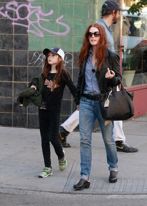 Julianne Moore in Sven Clogs www.svensclogs.com  http://style.lifegoesstrong.com/sites/default/files/imagecache/slideshow_image/slideshows/images/juliannemooreflats.jpg