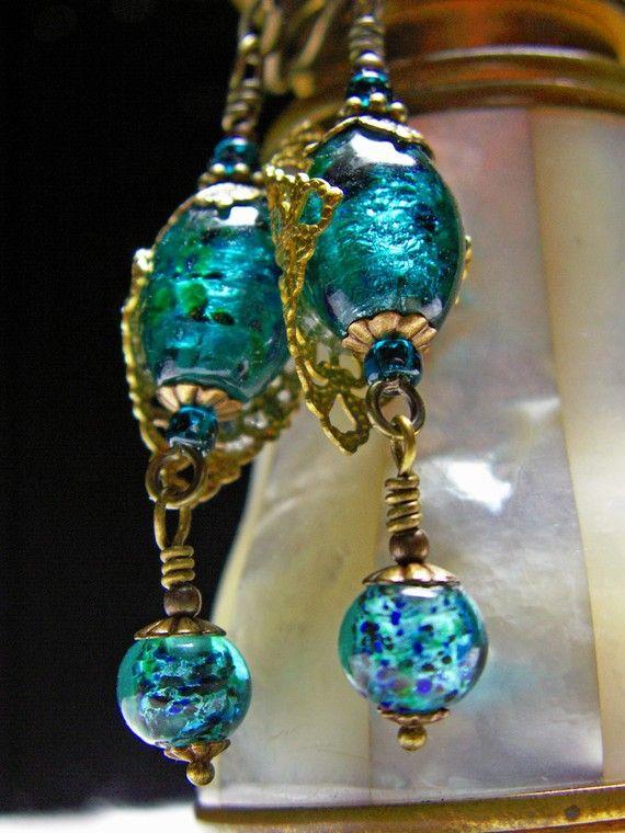 Pavo real azul verdes pendientes victorianos por TitanicTemptations