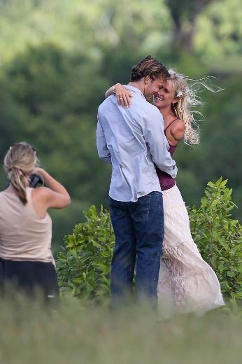 bethany hamilton and adam dirks surfing | Bethany Hamilton ve eşi Adam Dirks (AĞUSTOS 2013) / 28 - Magazin ...