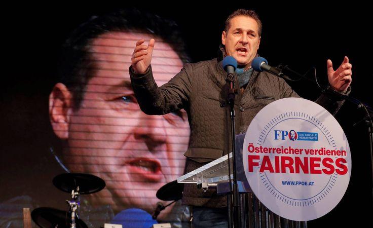 El líder ultraderechista Heinz-Christian Strache, en el cierre de campaña este viernes en Viena.