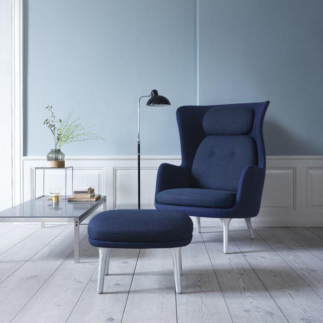 Un fauteuil haut bleu indigo, Fritz Hansen. Ultra-confortable, ce fauteuil possède un coussin d'assise, un coussin de dossier, un appui-tête mais également un repose-pied pour un moment de détente absolu.