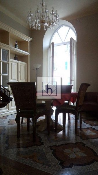 #floor #decoratedfloor #details #detailsmakethedifference #beauty #bigwindow #antique #architecture Castelletto Salita Sant'Ugo • Vendita Genova • Studio Haupt
