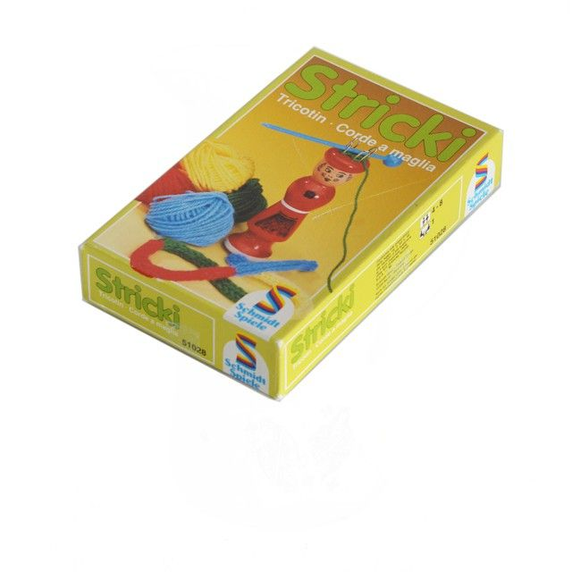 <p>Tricotin Stricki vintage, marque Schmidt Spiele, contient une tricotin en bois et 2 petites pelotes (rouge, bleu, à partir de 4 ans, ref 51028, état d'usage . Pour occuper ses enfants un mercredi matin pluvieux et retrouver la joie du travail manuel ! On aime l'activité originale qu'elle propose !</p>