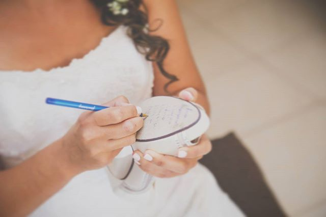 #weddingphotography #bride #bridalphotography #preperation #shoes #γαμος  φωτογραφιαγαμου #προετοιμασιανυφης #ckphotography #ckphototunein www.christoskotsakis.gr #enlist #contacts