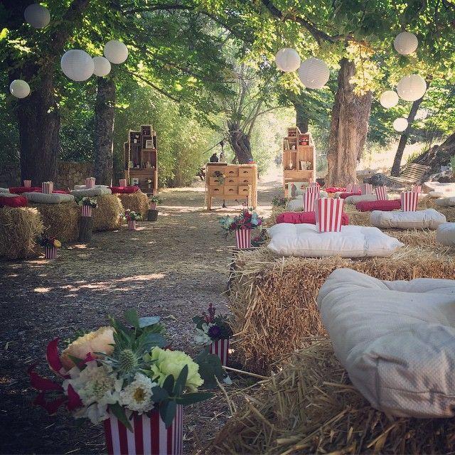 Bye bye #Momoland  Te echaremos de menos!  En un lugar mágico montamos la ceremonia de la #bodaleyreyborja ; de los palomiteros crecen plantas y los novios son rociados con palomitas en lugar de arroz.  #wedding #Momoland #bodaleyreyborja #bodasmadrid #bodasromeosyjulietas2015 #bodas #ceremonia #elniñopolloylaniñaardilla #wedding
