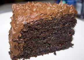 Σούπερ υγρό σοκολατένιο κέϊκ γαρνιρισμένο με σαντιγί σοκολάτας ! |