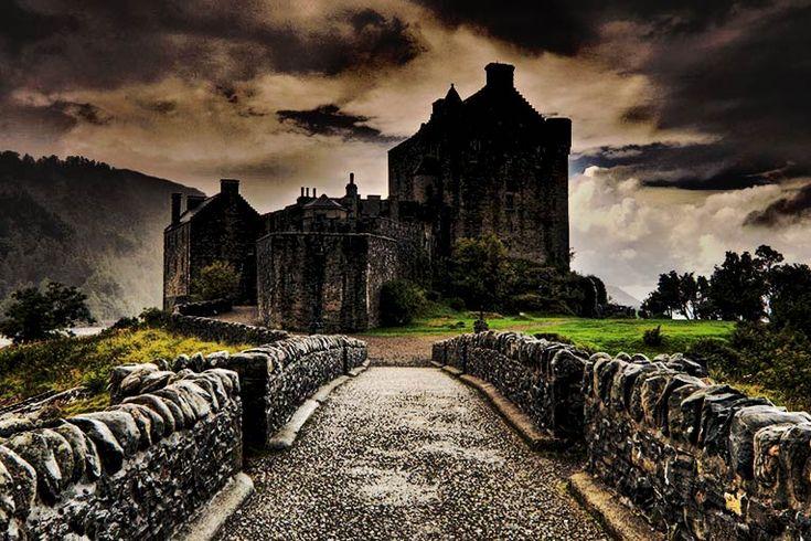 Skotlandia, selain terkenal dengan keelokan alamnya, juga dikenal sebagai salah satu negara paling angker di Eropa. Jika anda bepergian di Skotlandia, anda