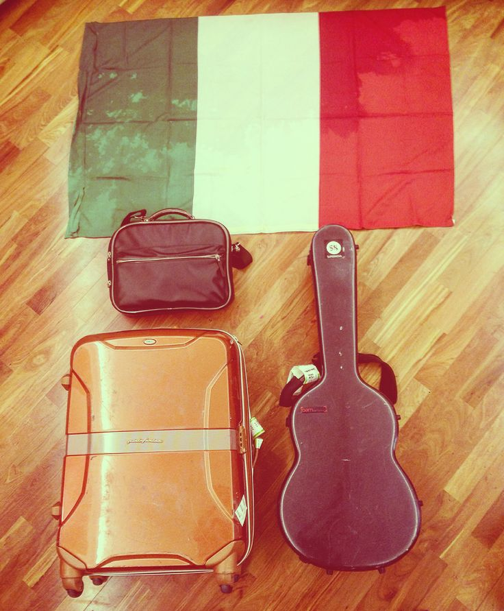 Almost ready to be 23.655 KM away from Italy for one month!  AUSTRALIA, HERE WE COME!  #CiampaTourAustralia   Rome. Sep 2016.  #music #musica #australia #guitar #classicalguitar #chitarra #chitarraclassica #strings #sydney #brisbane #melbourne #gosford