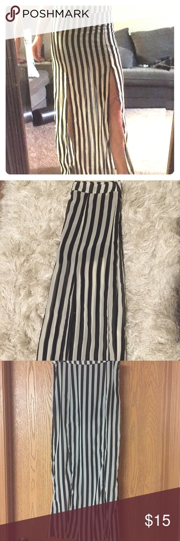 Black and White Skirt with double slits GUC- worn once or twice- zips up in the back- minimal stretch Skirts Maxi