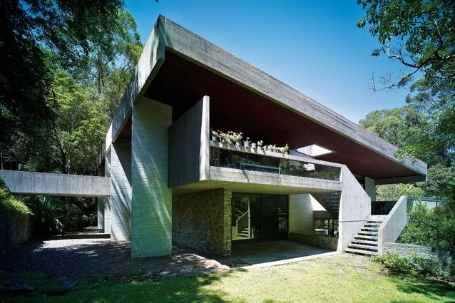 With Killara House, Harry Seidler explored the plasticity of concrete with dramatic cantilevers.