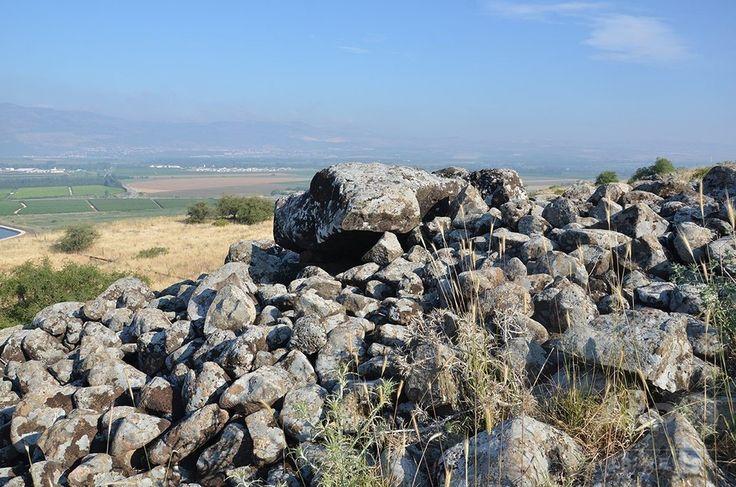 約4000年前の中期青銅器時代に造られたとされるドルメン(撮影日不明、3月6日提供)。(c)Gonen Sharon, Tel Hai College ▼6Mar2017AFP|青銅器時代の「謎めいた」巨石建造物、イスラエルで発見 http://www.afpbb.com/articles/-/3120247 #Dolmen #דולמן #Galilee #הגליל #加利利 #الجليل